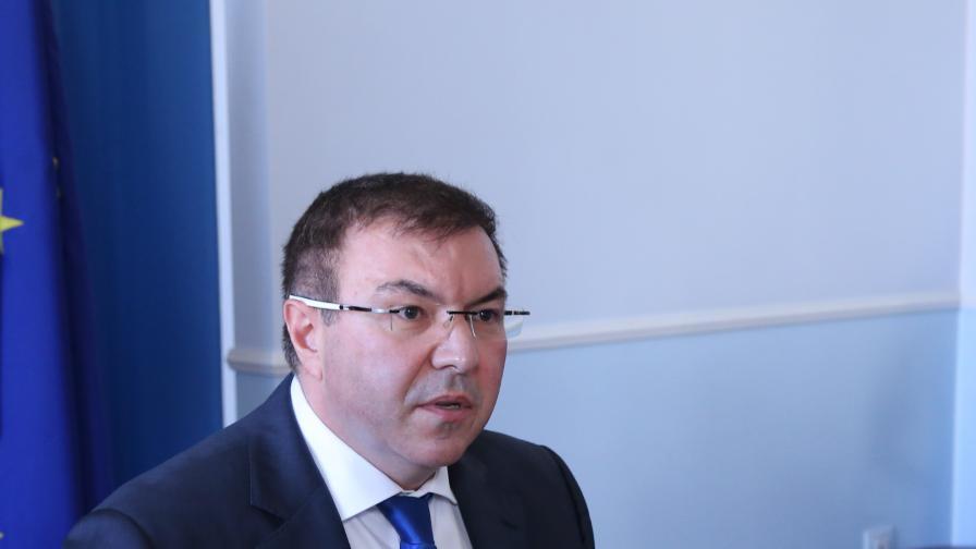Ангелов: Коранавирусът става по-заразен, засяга младите