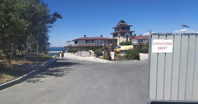 България Махнаха оградите, които спираха достъпа до плажа в парк