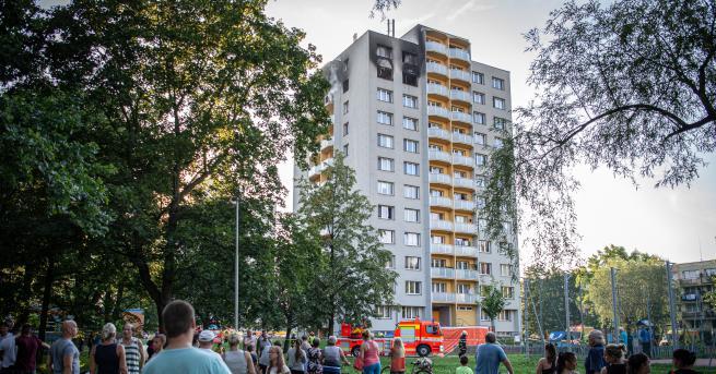 Свят 11 души загинаха при пожар в жилищен блок в