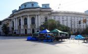 """Протестиращите махат блокадата пред Ректората от """"добра воля"""""""