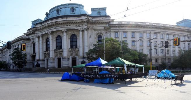 България Протестиращите махат блокадата пред Ректората от добра воля Другите