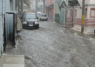 Валежите отново причиниха наводнения в Бурса