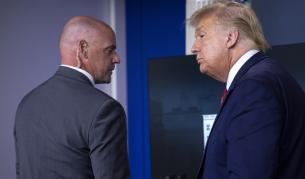Стрелба край Белия дом, Тръмп изведен по време на пресконференция - Свят