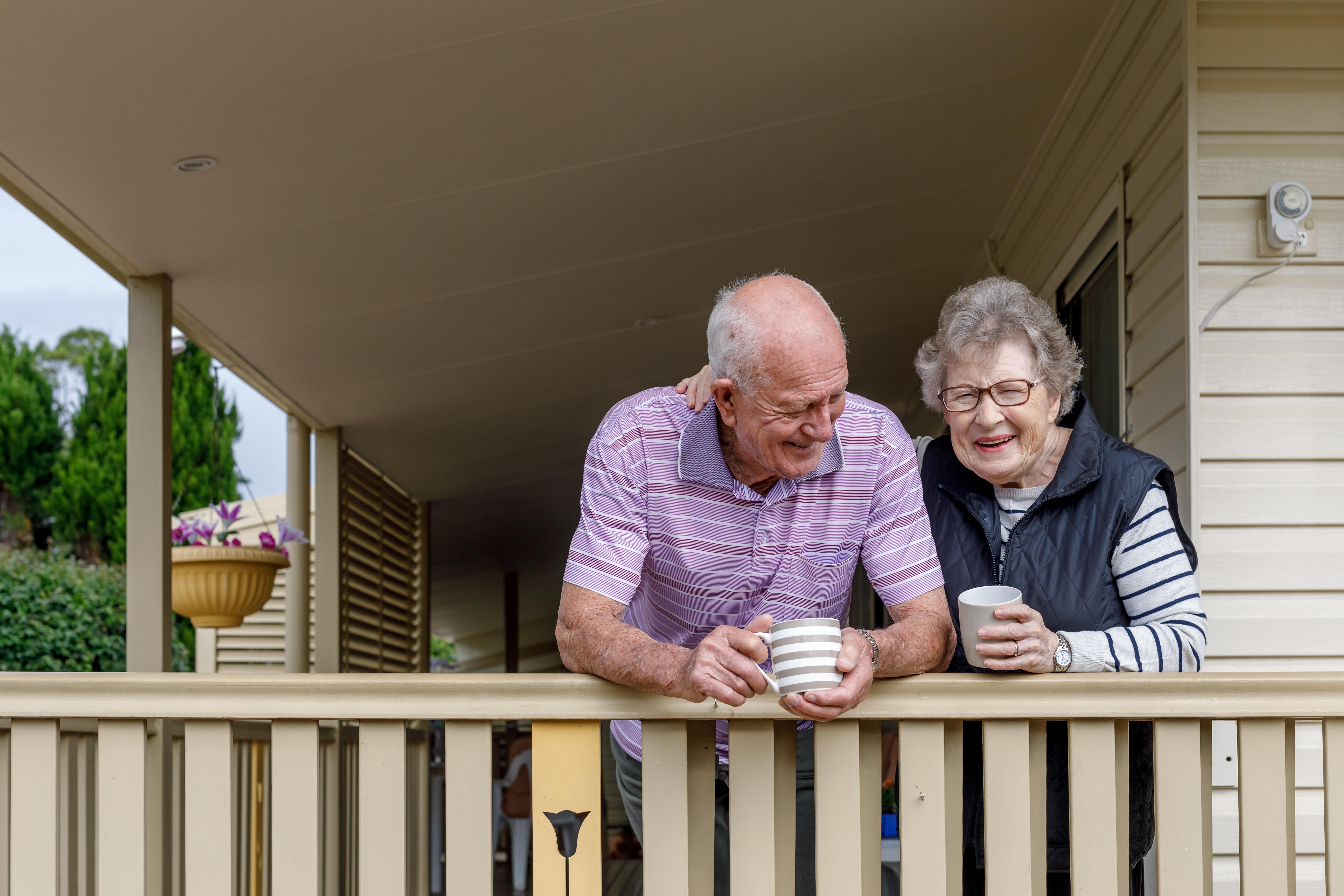 <p>&quot;Много хора се страхуват от остаряването, но резултатите от допитването показват, че няма защо да се тревожат и че трябва да гледат с оптимизъм напред&quot;, казва Мартин Джоунс, главен изпълнителен директор на компанията, поръчала проучването.&nbsp;</p>