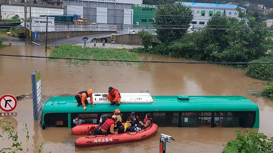 Повече от 30 загинали след силни дъждове в Южна Корея