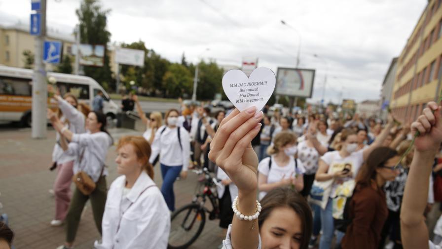 <p>Жените в Минск на&nbsp;акция срещу полицейското насилие</p>