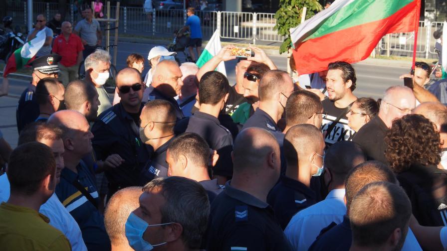 Сблъсъци във Варна, Румен Радев: Незабавна оставка