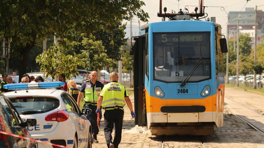 """Трамвай блъсна и уби човек при площад """"Македония"""""""