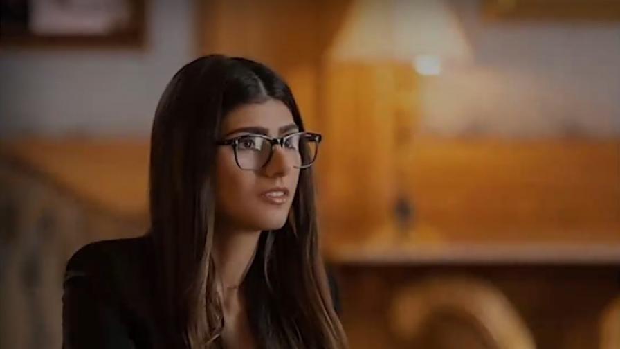 Миа Калифа продава фетиша си от филмите за възрастни