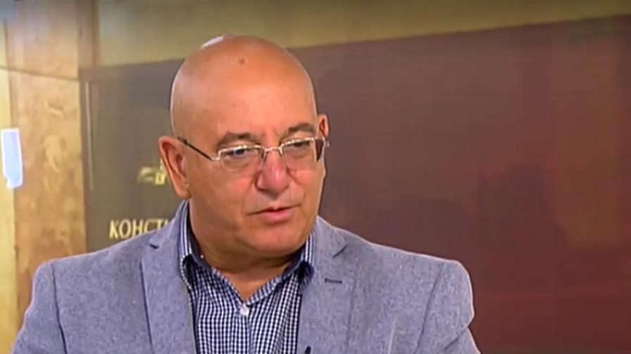 Димитров: Мечтата на мнозина депутати е напът да се случи