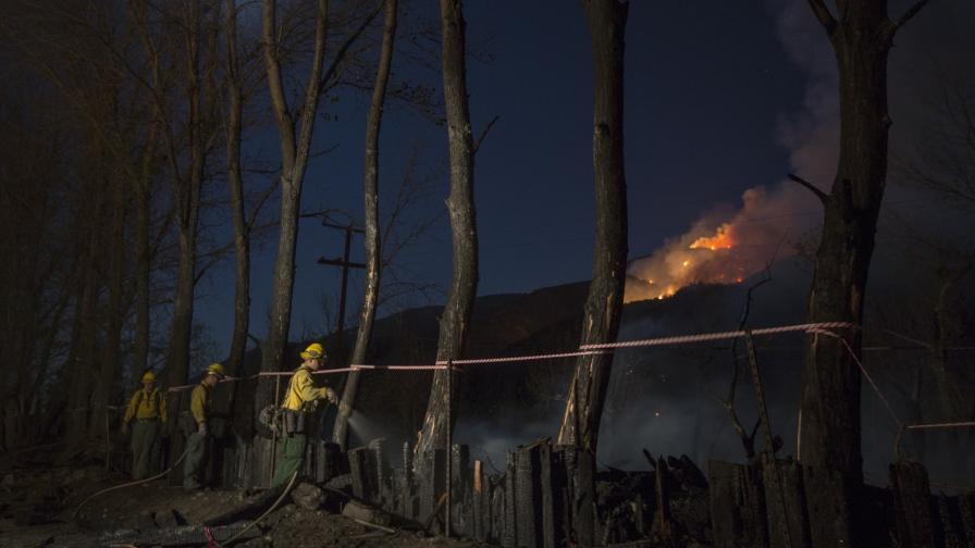 <p>Калифорния гори, поиска помощ от Австралия и Канада</p>