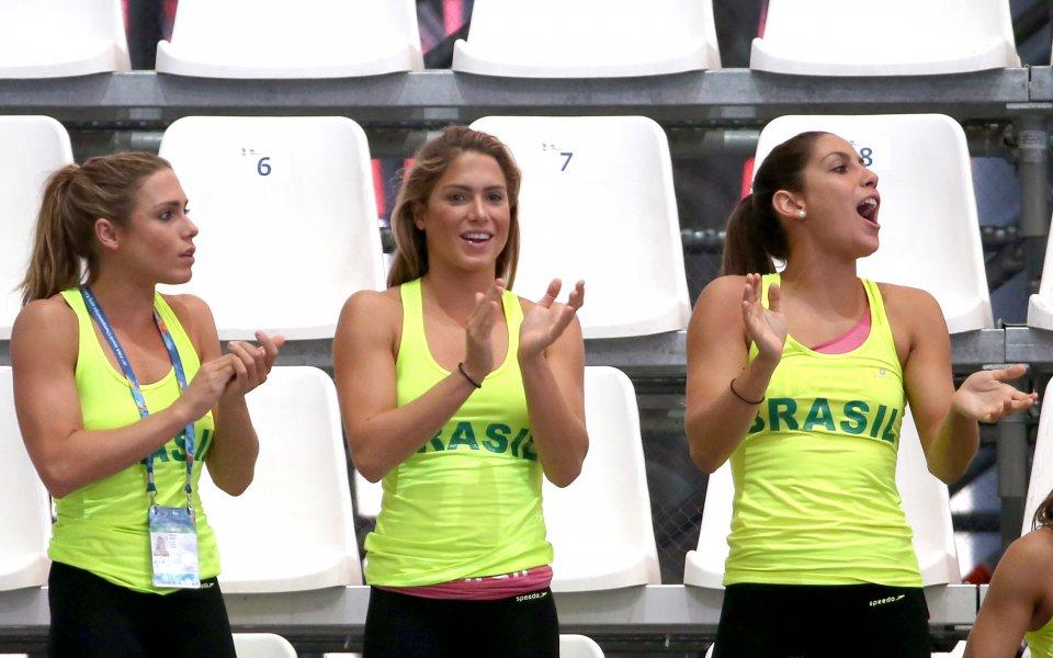 Бразилските състезателки по синхронно плуване - Беатрис и Бранка Ферес,