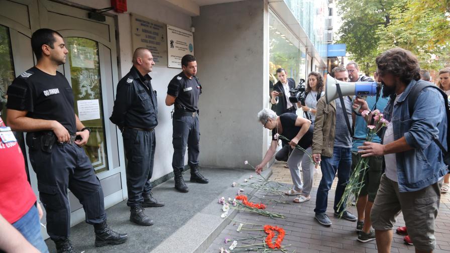Протест срещна прокурорите, свикани от Гешев