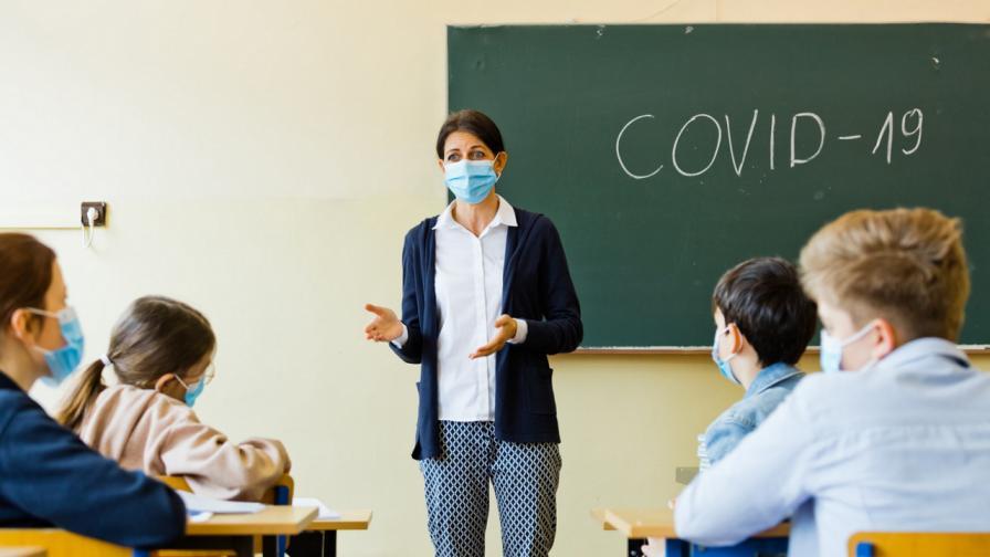 COVID-19: Колко са заразените учители и ученици