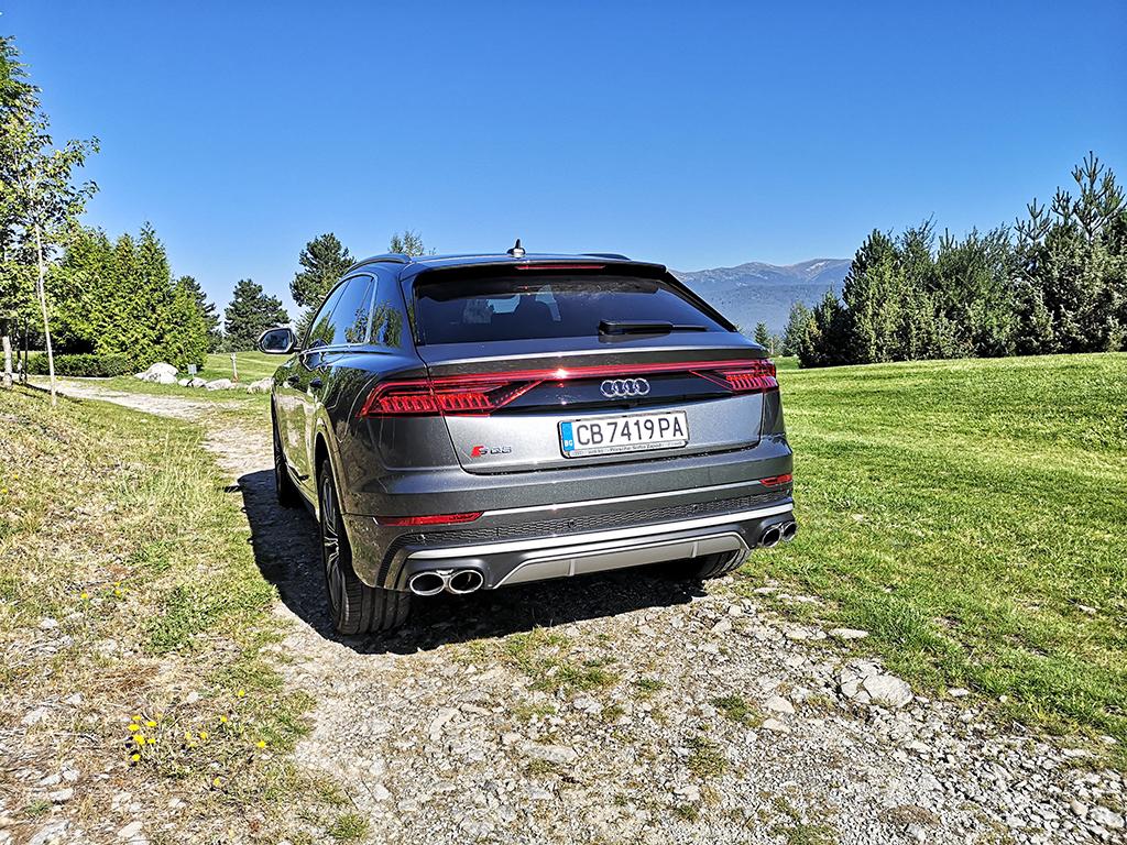 """Audi SQ8 TDI е в """"Червената книга"""" на застрашените автомобилни видове в Европа. Неговите дизелови 435 к.с. и 900 Нм носят удоволствие и икономия, за които след време ще си спомняме с носталгия."""