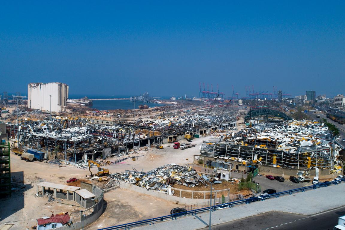 <p>Снимки, направени с дрон, показват разрушената пристанищна зона след огромната експлозия в Бейрут, Ливан, на 4 август 2020 г.</p>