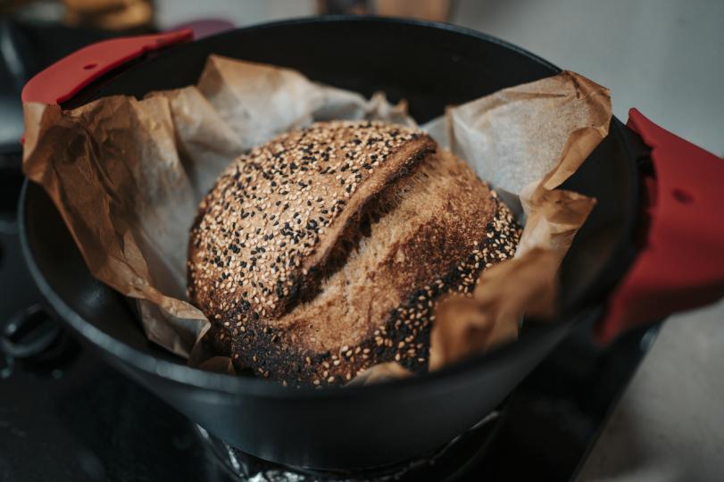 <p><strong>1. Пълнозърнести храни: черен хляб, кафяв ориз, пълнозърнести макарони и киноа</strong>. Те ще помогнат за насищането на тялото с въглехидрати, което ще му даде достатъчно енергия. В същото време специалистът припомни, че мозъкът консумира около 20 процента от енергията на тялото и затова тази категория продукти е много важна.</p>