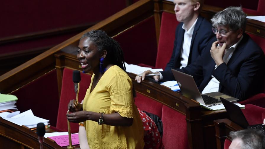 Френско списание предизвика гнева на политическия елит
