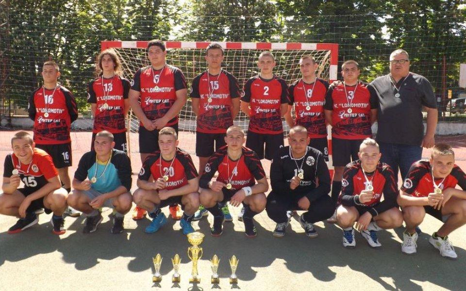 През спортно-състезателната 2020/2021 г. ХК Локомотив (Мездра) за пръв път