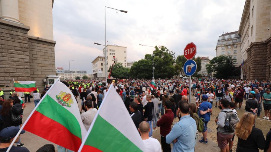 Как преминаха протестите вчера в София и Пловдив