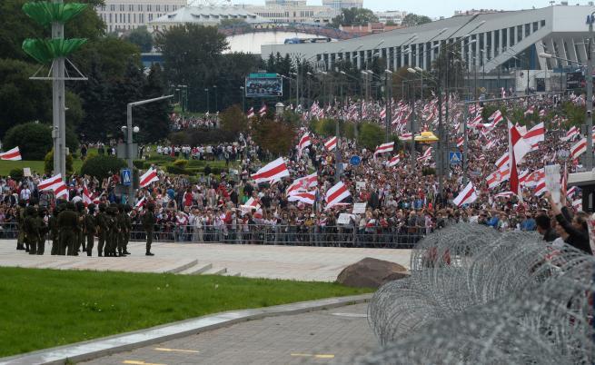 Поптодорова: Ескалират протестът и репресиите срещу протестиращи в Беларус