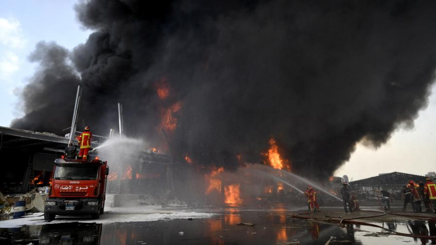 Огромен пожар на пристанището на Бейрут предизвика паника