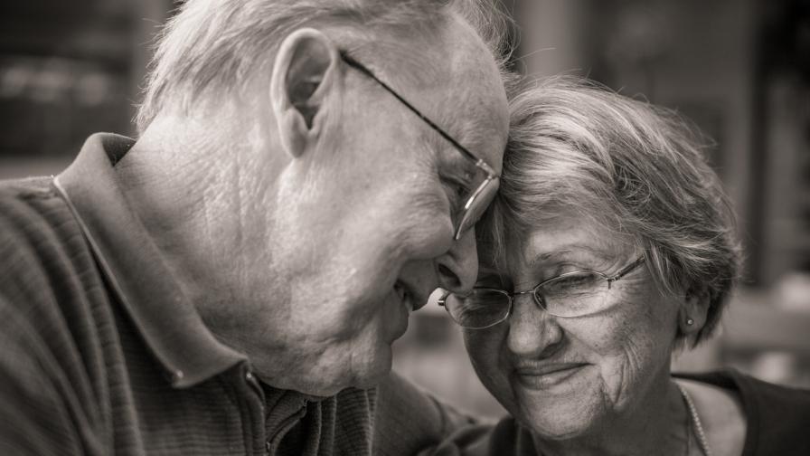 Любовните съвети на нашите баби и дядовци, които трогнаха всички