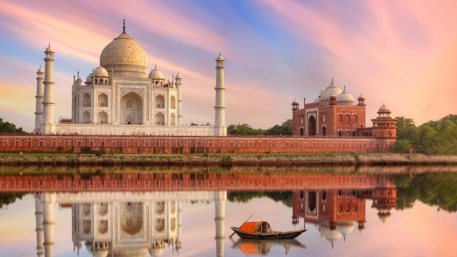 При 100 000 новозаразени на ден Индия отваря за туристи Тадж Махал