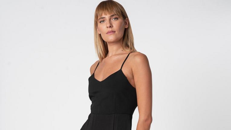 Черната рокля на Дженифър Анистън, по която полудяхме (и може да е твоя с голямо НАМАЛЕНИЕ!)
