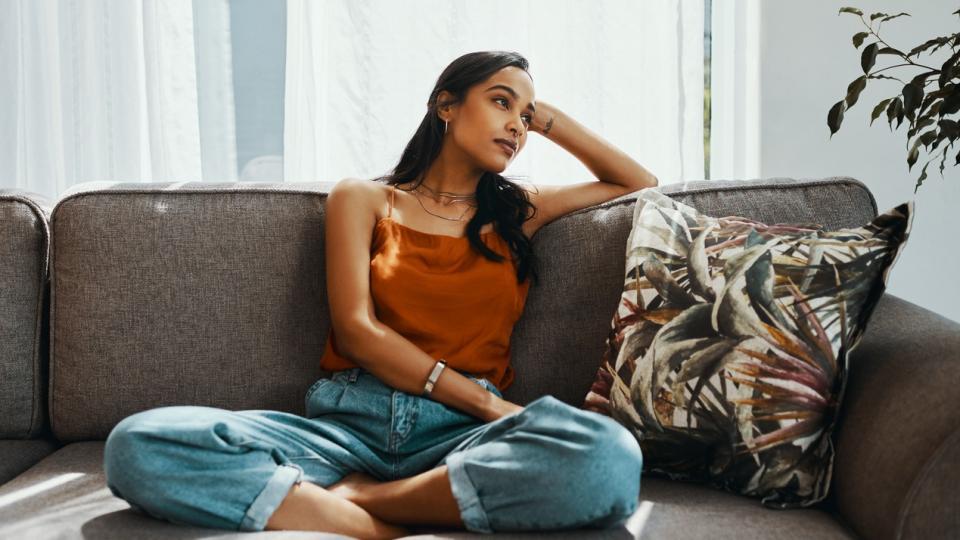 жена тъга дом почивка диван
