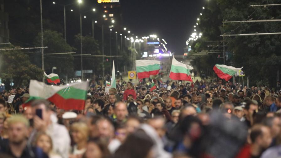 """Обявиха """"Велико народно въстание"""" IV за 3 октомври"""