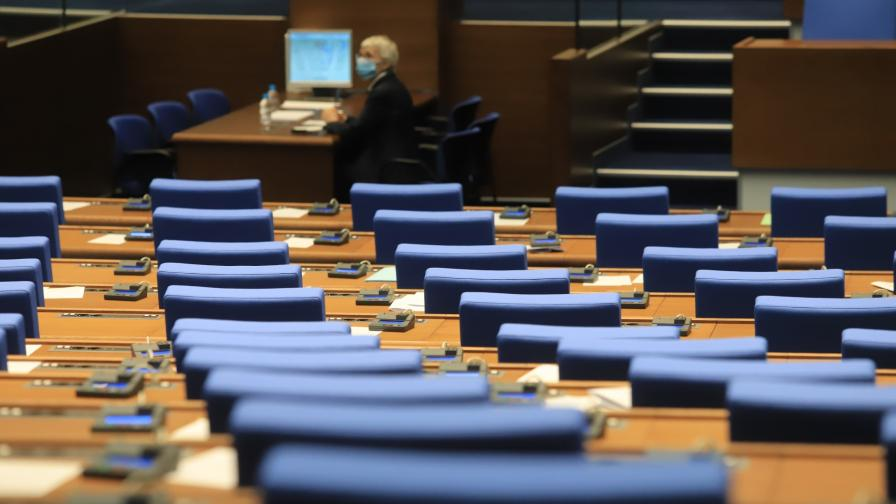 ЦИК извади от списъка на избраните депутати осем души