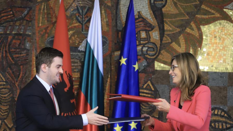 <p>България е против разделянето на Албания и Северна Македония по пътя им към ЕС</p>