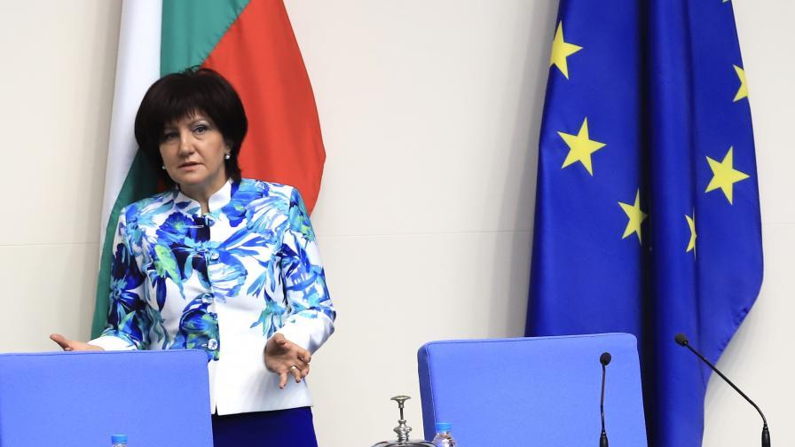 Цвета Караянчева остава председател на НС