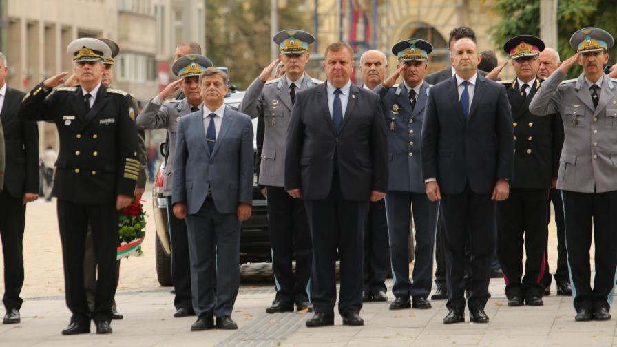 <p>Каракачанов: Авиацията започва да се изправя на крака</p>