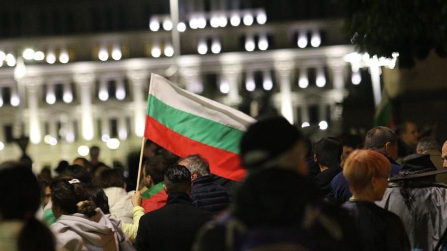 """Пето """"Велико народно въстание"""", напрежение пред БНТ"""