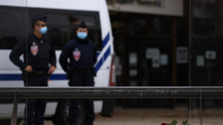 Убиецът от Париж качил снимка на мъртвото тяло