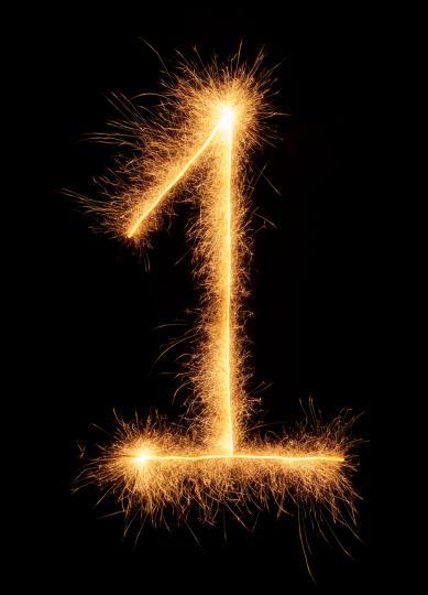 <p><strong>1 (Слънцето)</strong> - Слънцето влияе на хората, родени под знака <strong>Лъв.</strong> Числото 1&nbsp;е символ на положителният старт, на активността и успехите в бизнеса<strong>. За Лъвовете числото 1 е направо &bdquo;магнит за успеха</strong>&ldquo;. А числото, от което трябва да се пазят, е 2. То винаги ще ги дърпа назад и ще пречи на развитието им.</p>