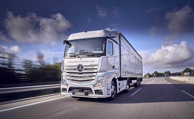 Predictive Powertrain Control, използвайки круиз контрола, следи топографията на терена (2 км напред) и дава възможност на камиона сам да решава оптималната скорост на движение, като оптимизира стила на шофиране в зависимост от сложността на конкретната пътна отсечка.