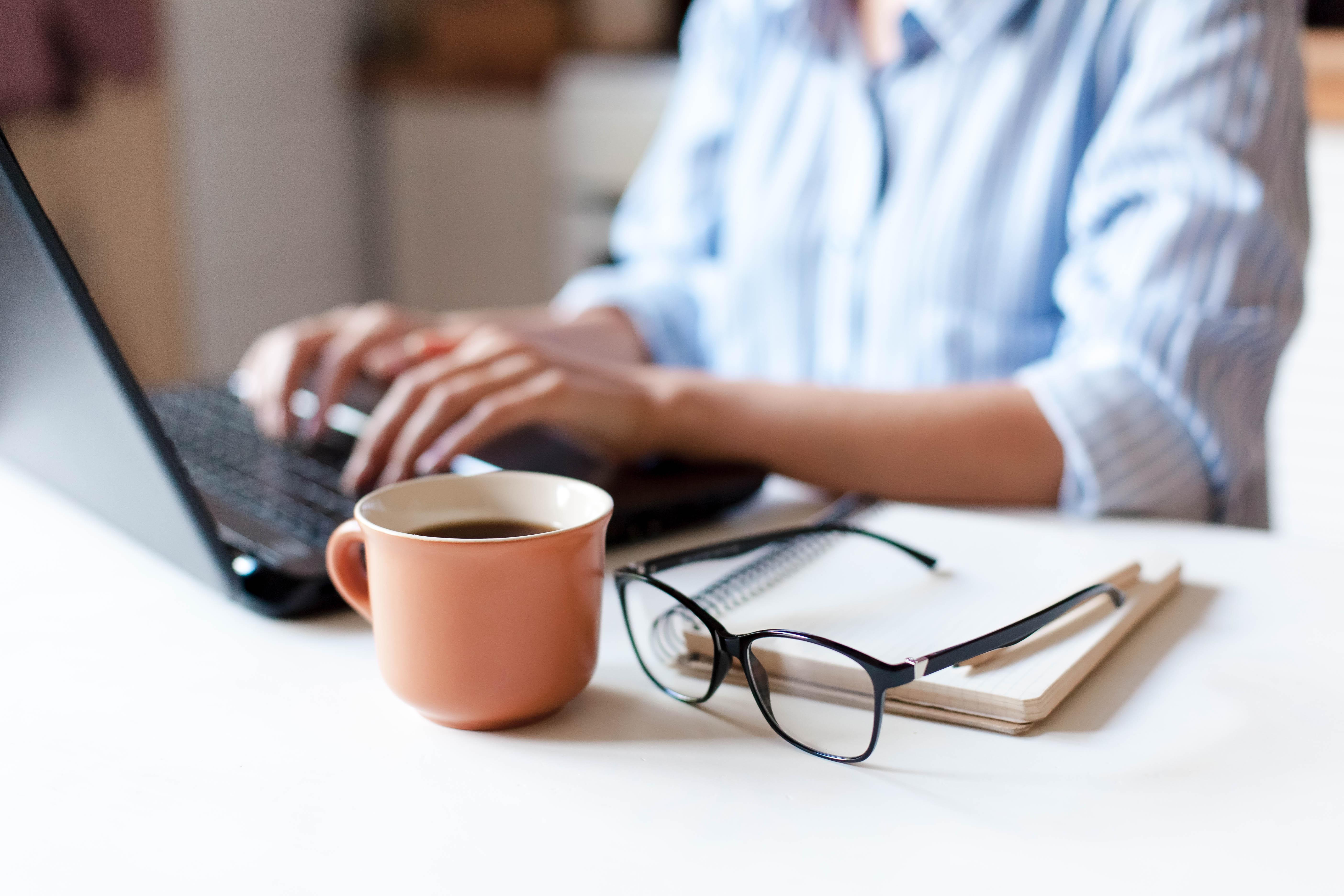<p>Времето, през което работите Никога не трябва да се чувствате виновни за това, че не работите достатъчно. Работата често води до стрес, а стресът оказва влияние върху психичното здраве на човек. Заедно с периодичното главоболие и умората, непрекъснатата и напрегната работа може да се окаже доста вредна.</p>