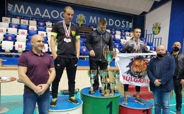 Уникалната триетажна Купа Бургас отиде при Стар тийм България