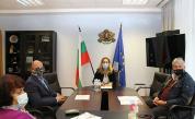 Николова обсъди мерките срещу Covid-19 в туризма с КРИБ и БХРА