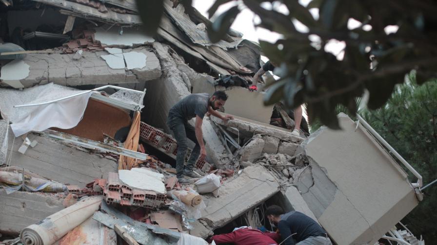 Мощно земетресение в Гърция и Турция: разрушени сгради и отнети животи
