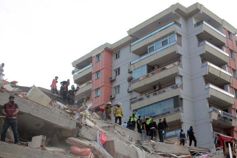 Мощно земетресение в Гърция Турция разрушени сгради отнети животи