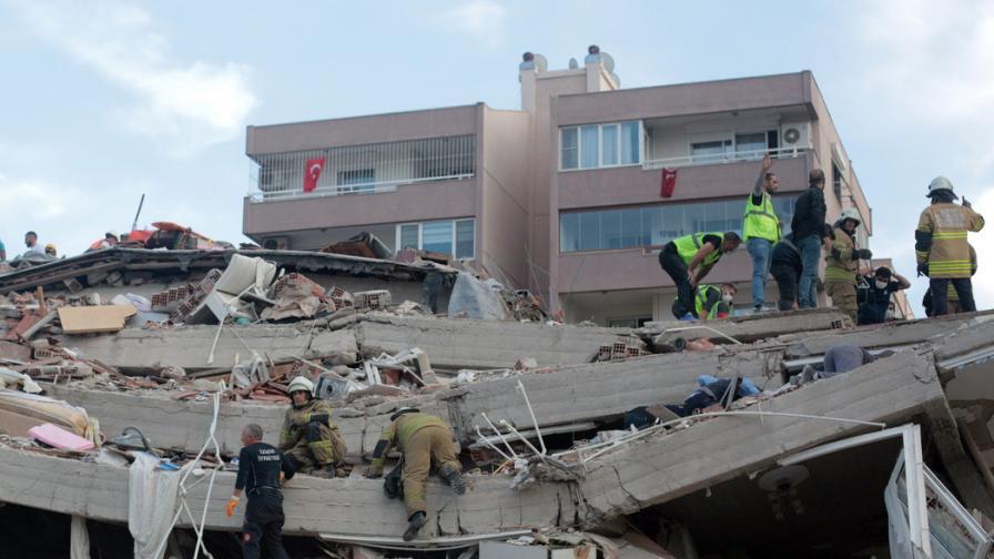 <p>Расте броят на жертвите на земетресението в Измир</p>