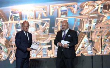 Министър Кралев награди отличили се общини в категория Спорт и младежки дейности