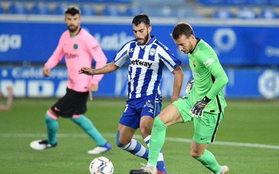 Алавес и Барселона играят при резултат 1:0 в късния съботен