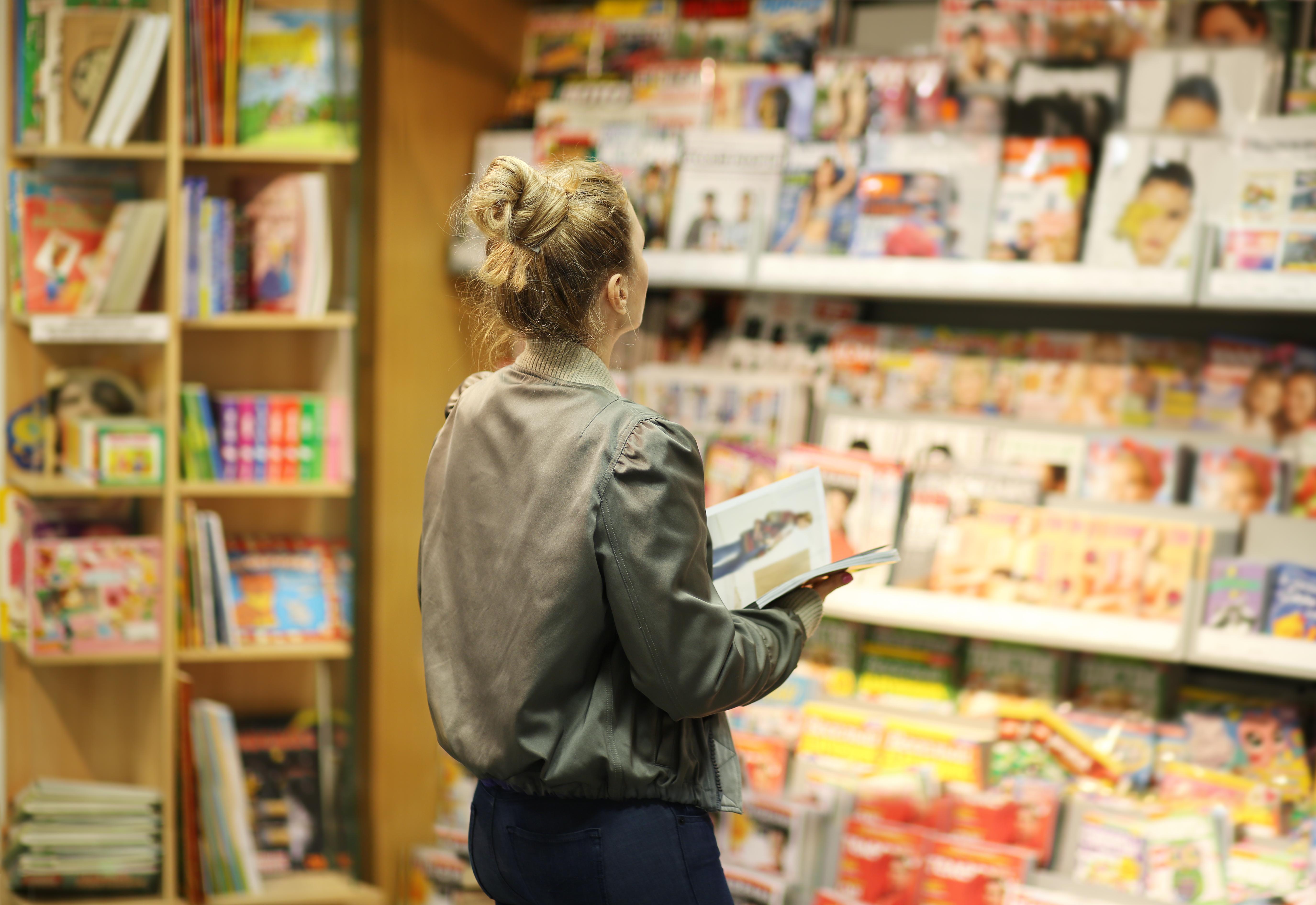 <p><strong>Списания</strong></p>  <p>Списанията и вестниците в магазините много често се продават с надценка. Затова е най-добре, ако сте от хората, които често си купувате хартиени издания е да се абонирате за конкретните за тях. Първото удобство е, че ще получавате в дома си списанията, които обичате и със сигурност ще ви излезе по-изгодно.<br /> &nbsp;</p>