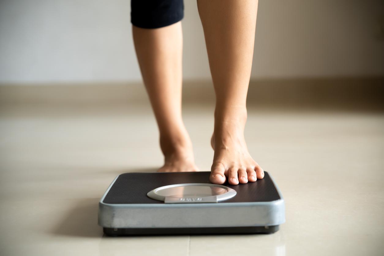 <p><strong>7. Пропускането на хранене е добър начин да отслабнете -&nbsp;</strong>Пропускането на хранене не е добра идея. За да отслабнете и да го задържите теглото си, трябва да намалите количеството калории, които консумирате и да увеличите калориите, които изгаряте чрез упражнения. Но пропускането на едно хранене&nbsp;може да доведе до умора и да означава, че пропускате основни хранителни вещества. Също така е по-вероятно да изядете след това храни с високо съдържание на мазнини и захар, което може да доведе до качане на килограми.&nbsp;</p>  <p><br /> &nbsp;</p>