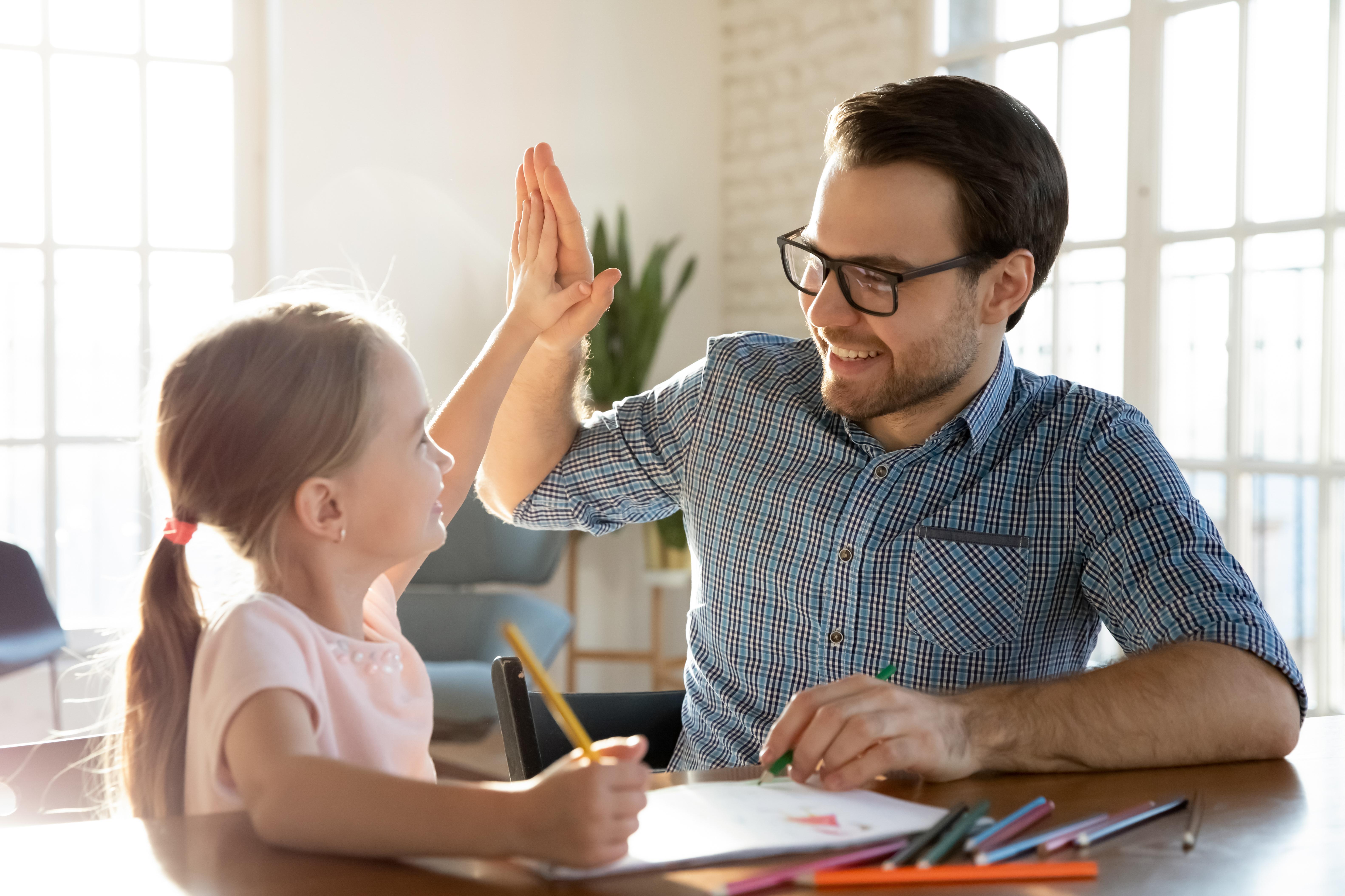<p><strong>1. Не са се радвали на комуникацията с детето си</strong></p>  <p>Малките деца имат нужда от постоянен контакт с възрастни. Но и техните родители също имат нужда от такава комуникация. Да, свободното ви време намалява драстично и понякога всеки има нужда от време за себе си. Но ако оставяте детето си твърде често да играе само, в един момент може да забележите, че то вече няма нужда от грижите и комуникацията си с вас. Няма начин да върнете времето, затова се опитайте да бъдете не само физически, но и психически близки с детето си. Наслаждавайте се на времето, което прекарвате заедно.</p>